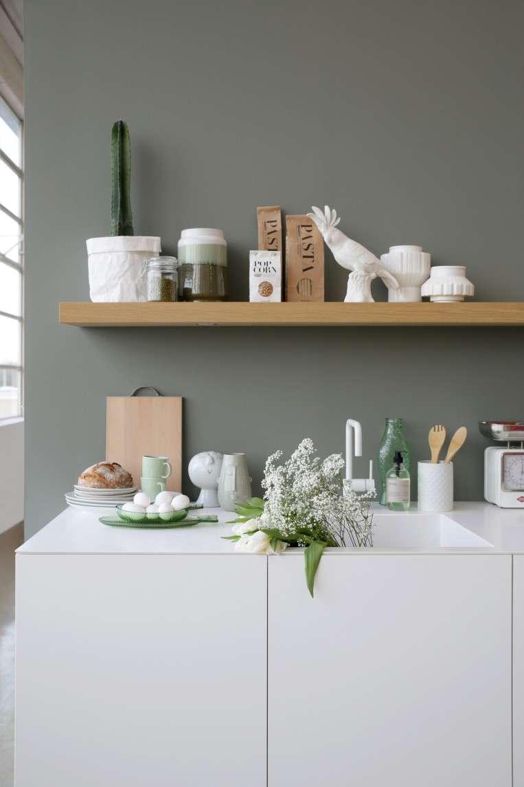 Kleur groengrijs keuken t keuken groene keuken en for Lichtgrijze muur